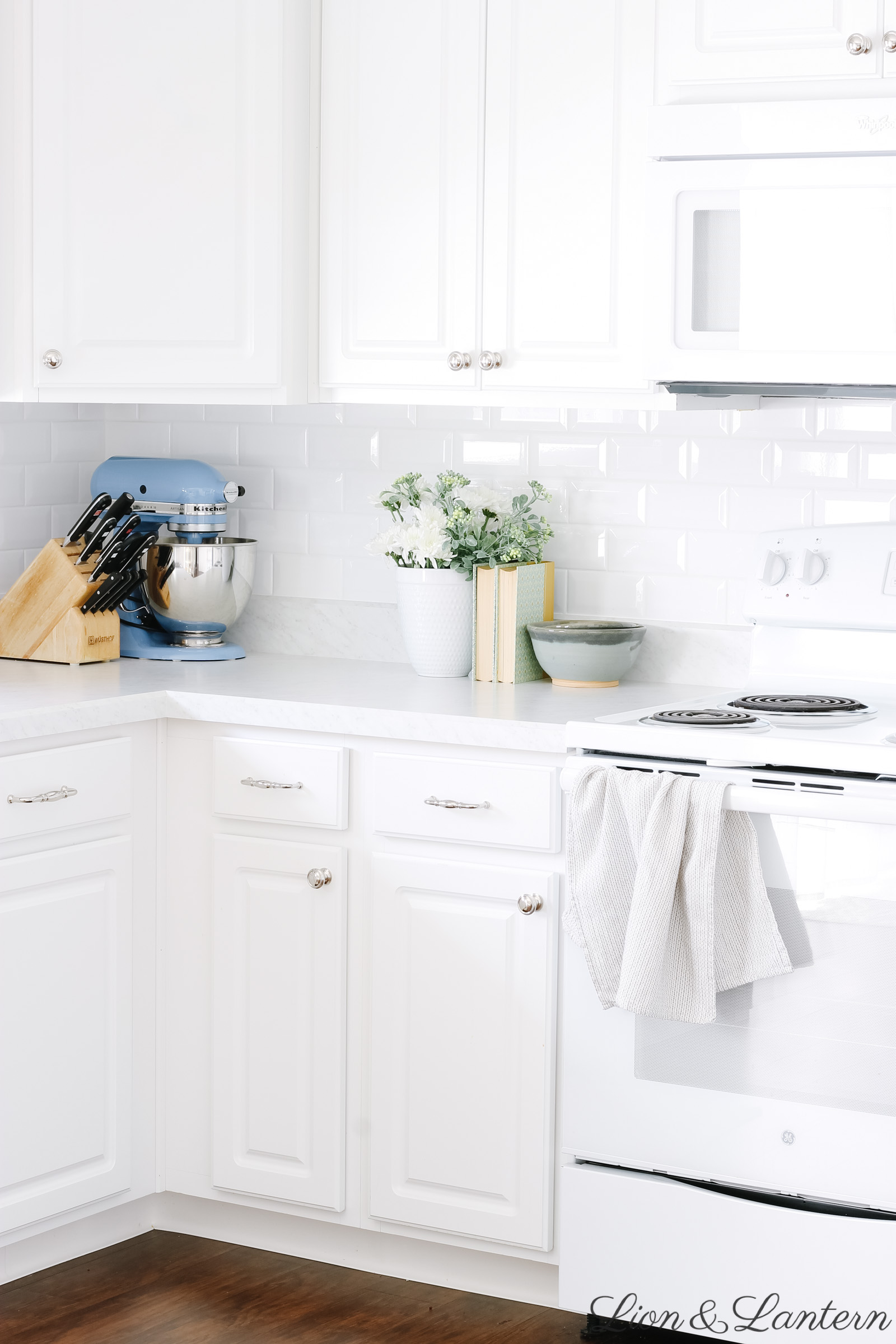 Spring Home Tour 2019 at LionAndLantern.com | vintage kitchen decor, vintage books, coastal home, white subway tile, budget decorating, neutral kitchen