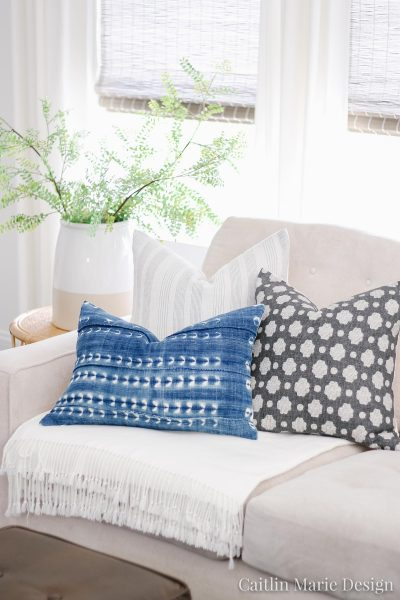 How to Layer Throw Pillows | indigo pillow, Mudcloth pillow, minimalist decor, coastal home, Etsy finds, boho decor