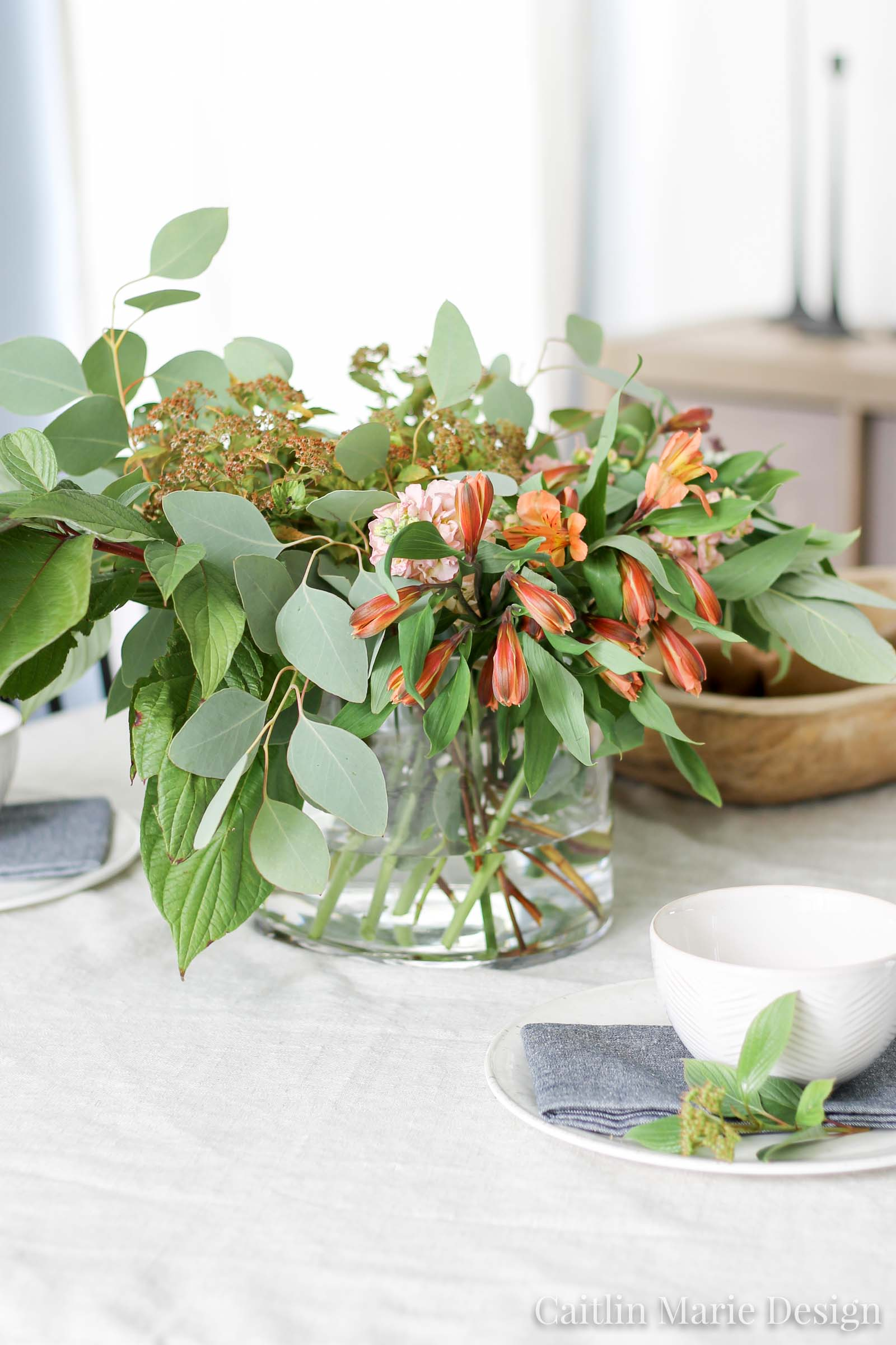 Fall Tablescape with Fresh Florals and Greenery | modern traditional decor, coastal farmhouse, black dining chairs, eucalyptus, wood dough bowl, fall home tour