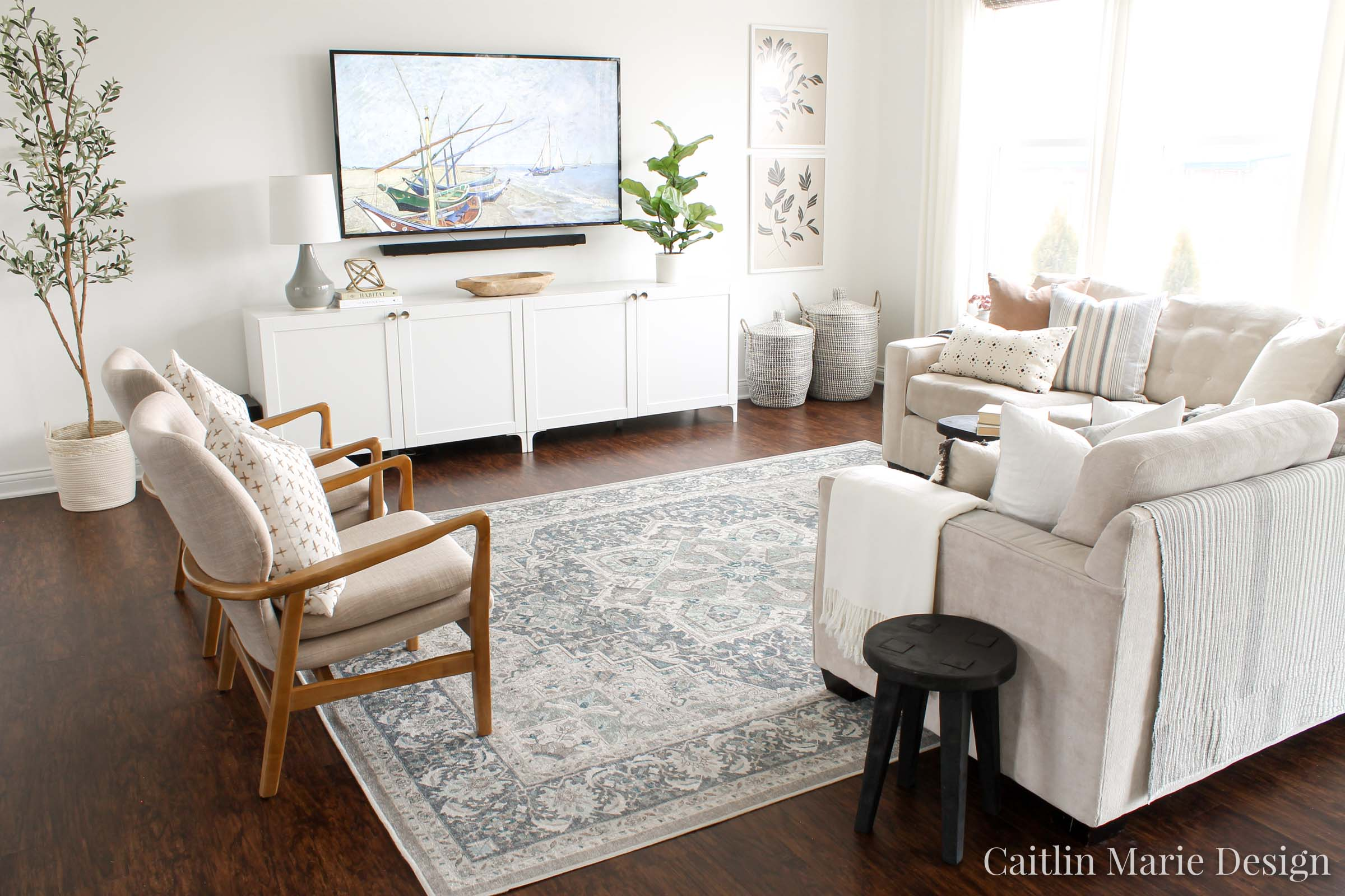Interior Photography Tips for Designers and Bloggers | modern living room, vintage blue rug, wood accent chairs