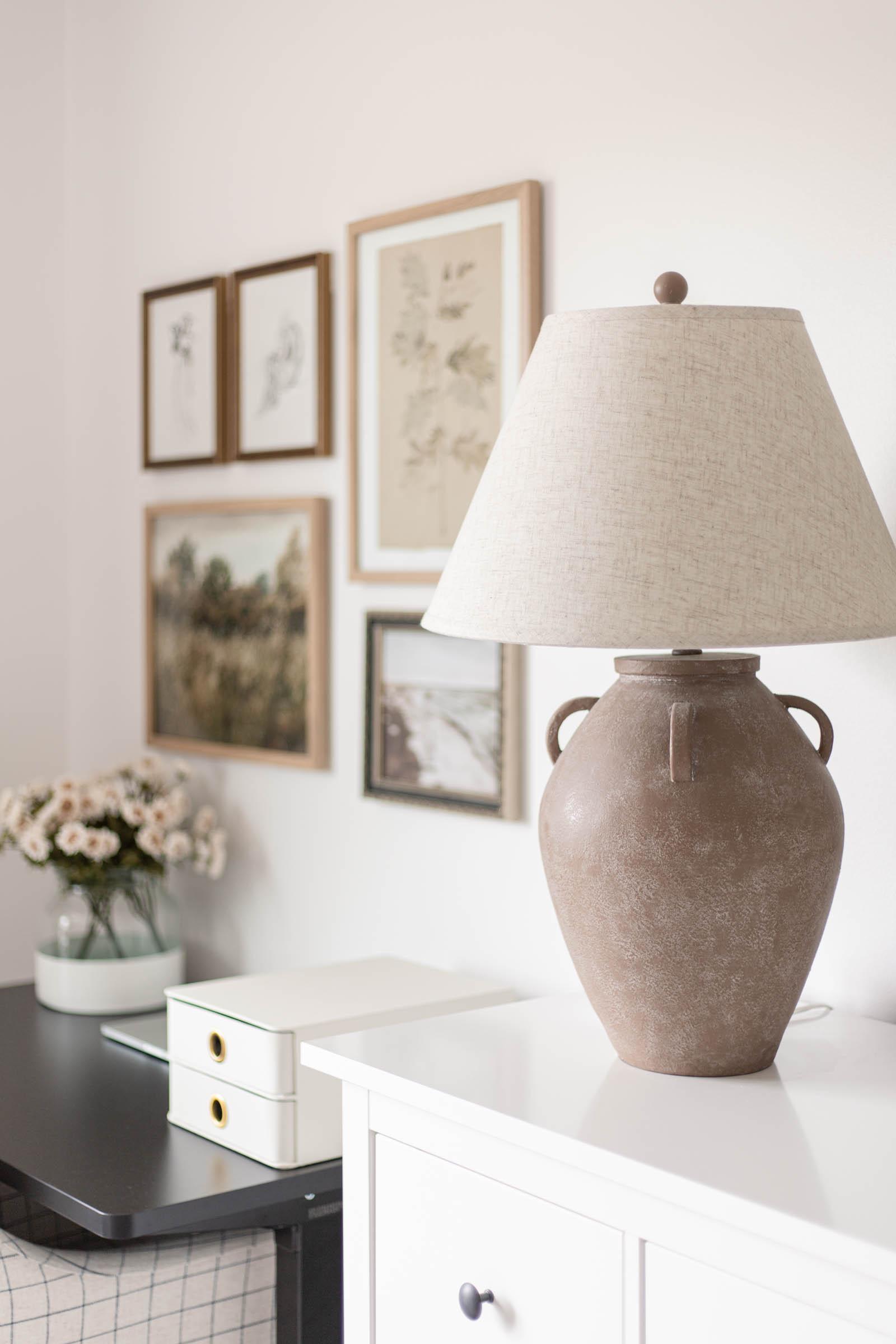 Beige 29-inch Vintage Resin Amphora Table Lamp, jar lamp